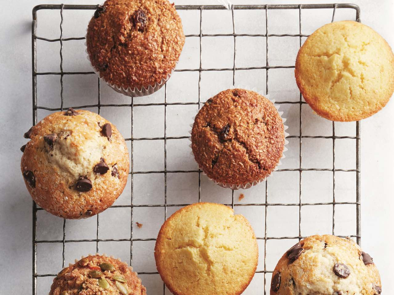 Easy muffin recipes: wire rack topped with muffins