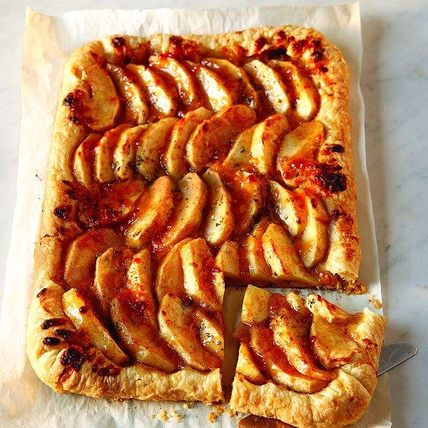 Easy apple tart with aged cheddar crust