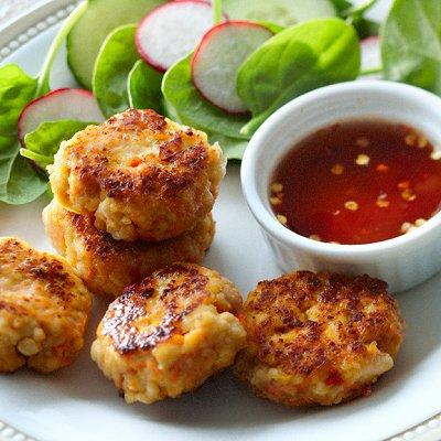 Savoury sesame-tofu cakes