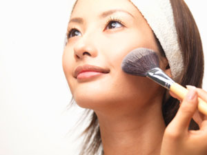 Using makeup brushes