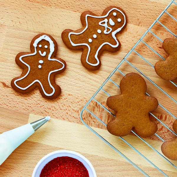 Gingerbread Cookies Recipe Chatelaine Com