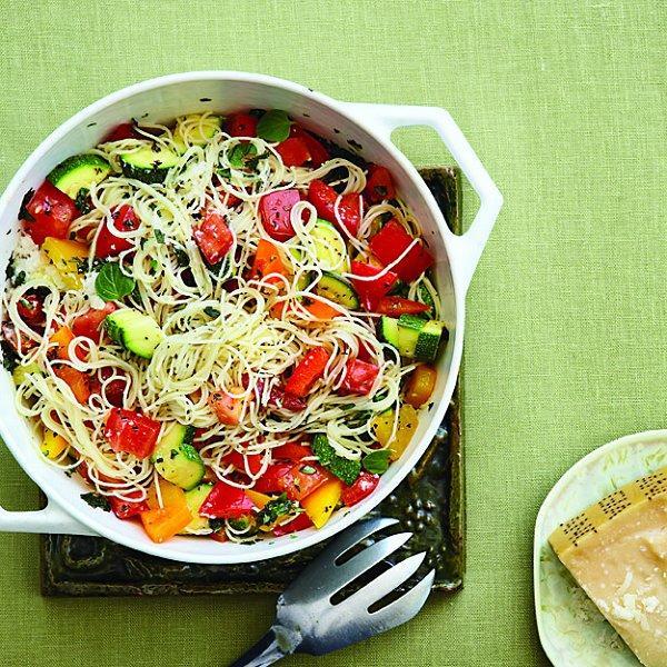 Fresh pepper and zucchini pasta