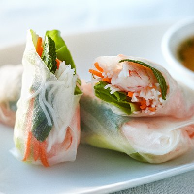 Fresh mint and shrimp salad rolls