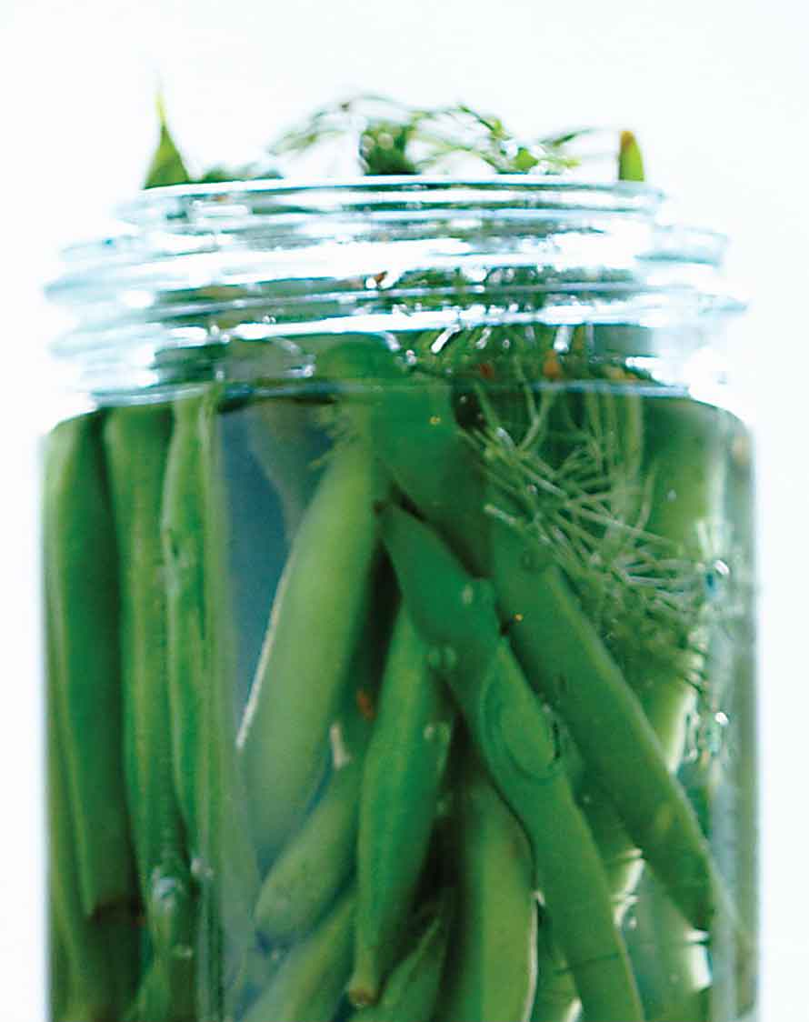 Dilled pickled green beans