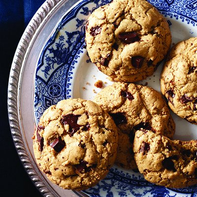Gluten-free crispy and chewy chocolate-chip cookies