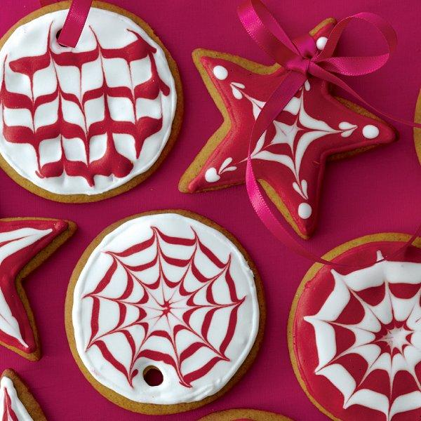 how to decorate cookies with royal icing chatelaine - How To Decorate Christmas Cookies With Royal Icing