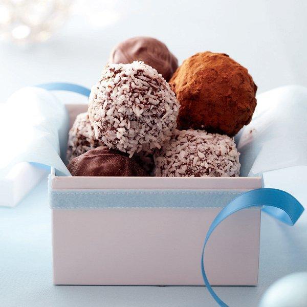 Chocolate-date truffles recipe - Chatelaine.com