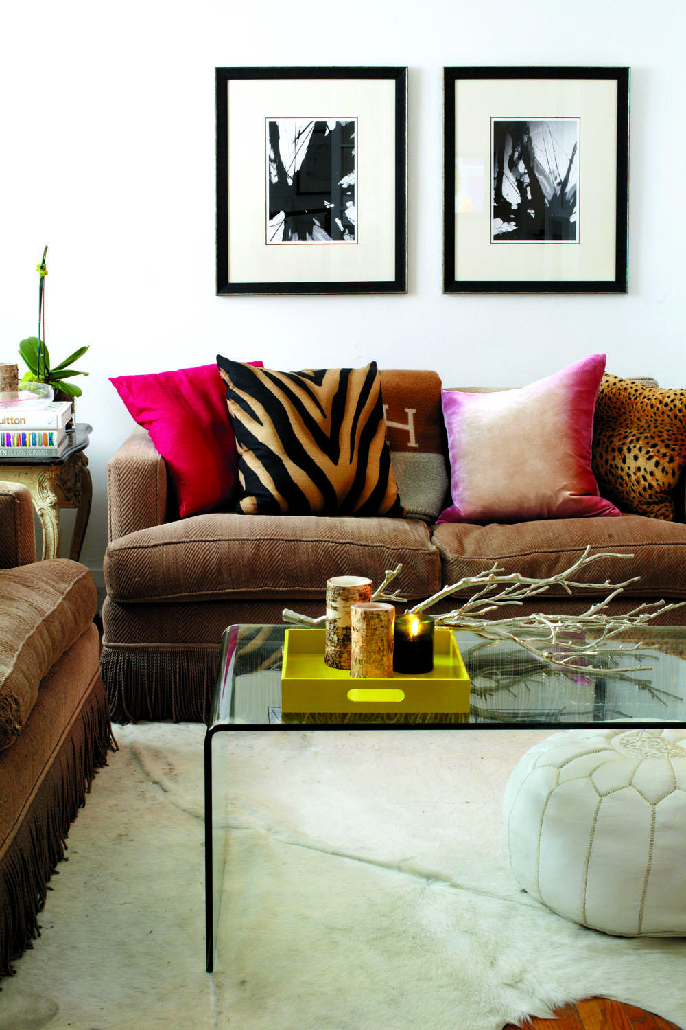 Decorate Small Living Room: How To Decorate A Small Living Space