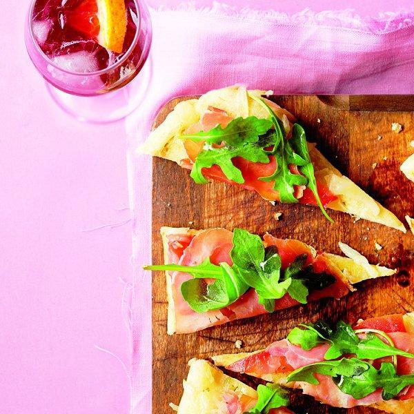 Prosciutto and arugula pizzette. (Photo, Roberto Caruso.)