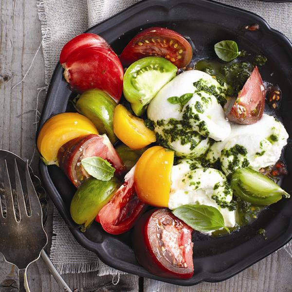 Pesto-burrata salad