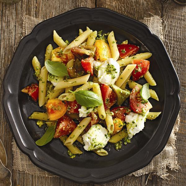 Pesto Penne Rigate With Buffalo Mozzarella Recipe Chatelaine Com