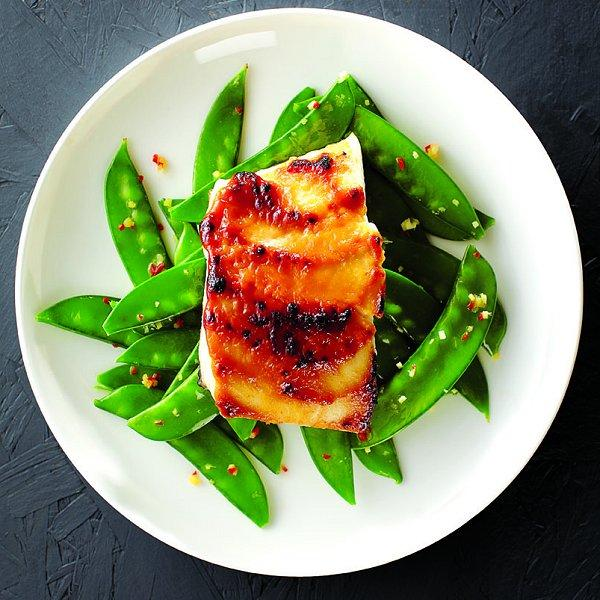 Best way to cook green vegetables - Plate with fried halibut and Fiery snow peas