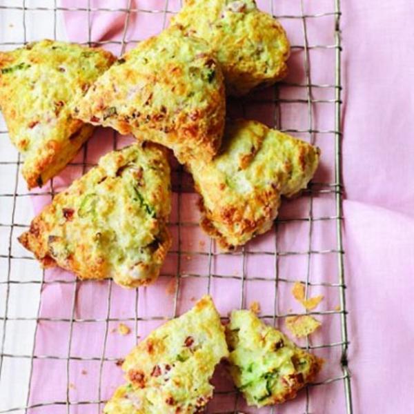 Flaky cornmeal cheddar scones