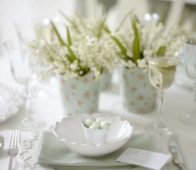 Easter-place-setting-with-mini-eggs-table-idea