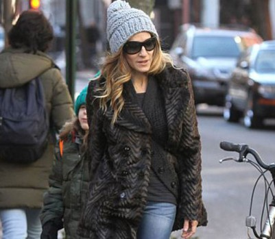 Sarah-Jessica-Parker-walking-with-her-son-New-York