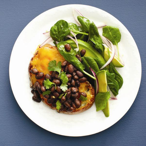 Southwestern beans on toast.Photo, Roberto Caruso.