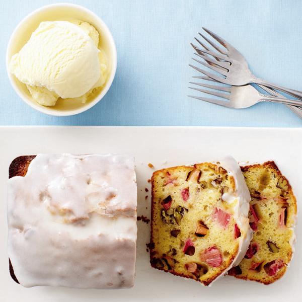 <b>Rhubarb-buttermilk tea cake</b>