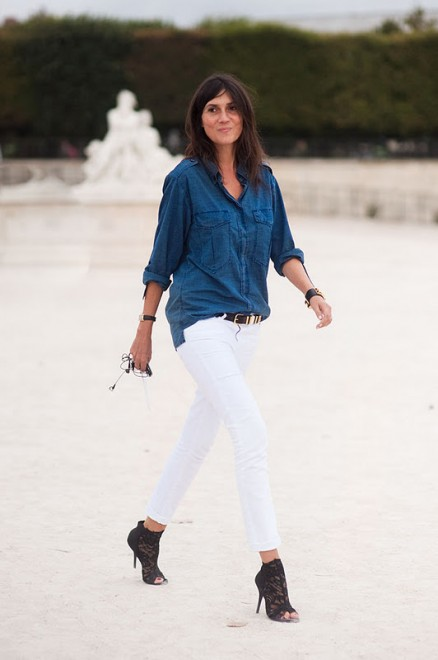 Weekend style white jeans with a dark denim shirt for White pants denim shirt