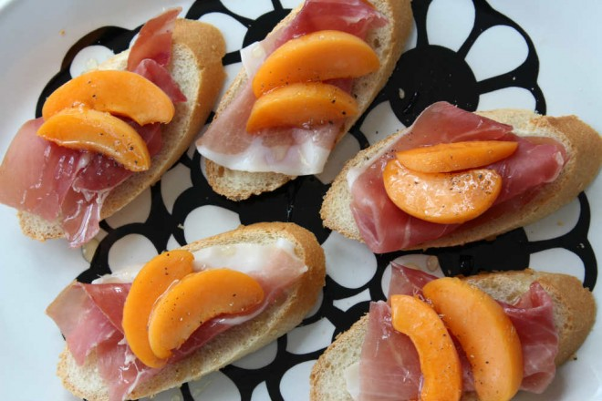 Apricot and prosciutto on baguette