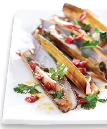 Broiled razor clams with lardons and parsley; Photo by Thomas Dhellemmes/Stockfood