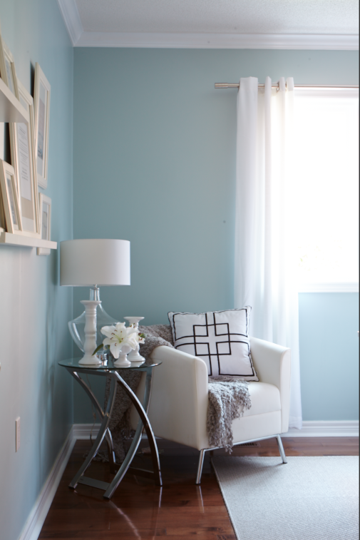 Interior designer Jo Alcorn Whitewash & Co blue office corner white chair Bouclair home accessories