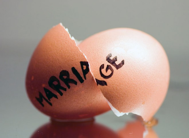 A cracked egg signifies a broken marriage or divorce