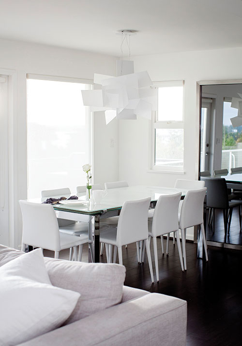 Decorating with white Peek inside a sophisticated and  : whitediningroomtablechairs from www.chatelaine.com size 500 x 714 jpeg 44kB