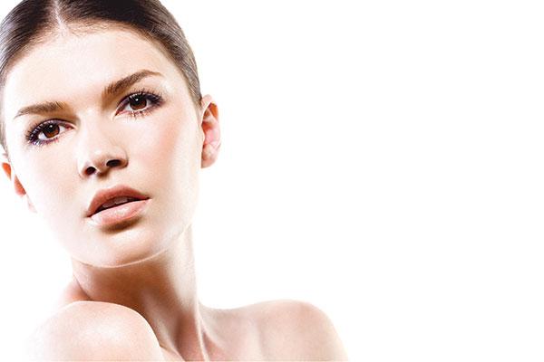 Brunette-Skin-Model-Retinol