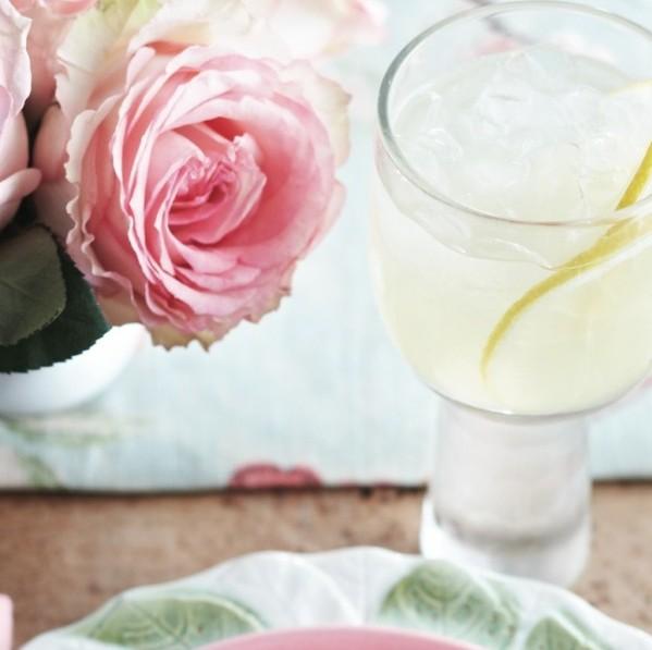 Chardonnay and lemon cocktail