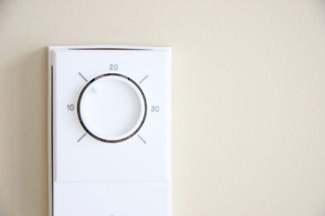 thermostat in summer air conditioning