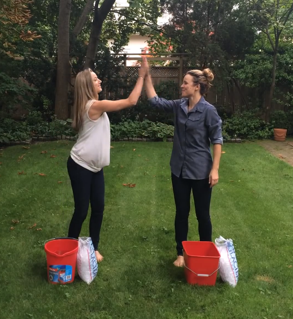 Rachel McAdams and Zoie Palmer doing the ice bucket challenge