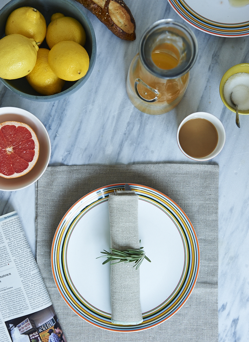 4 simple table setting ideas chatelaine for Simple table setting