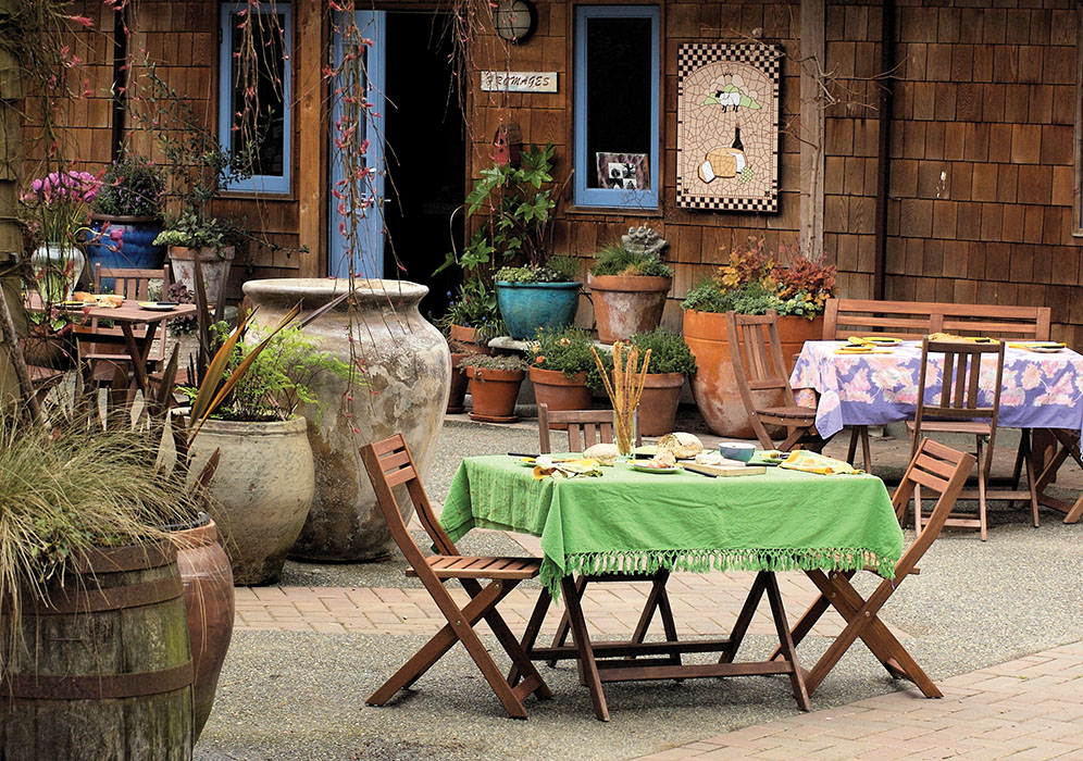 salt spring island bc cheese courtyard