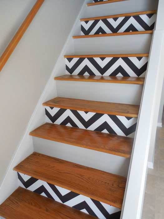 <b>Stencil patterns onto a blank staircase</b>