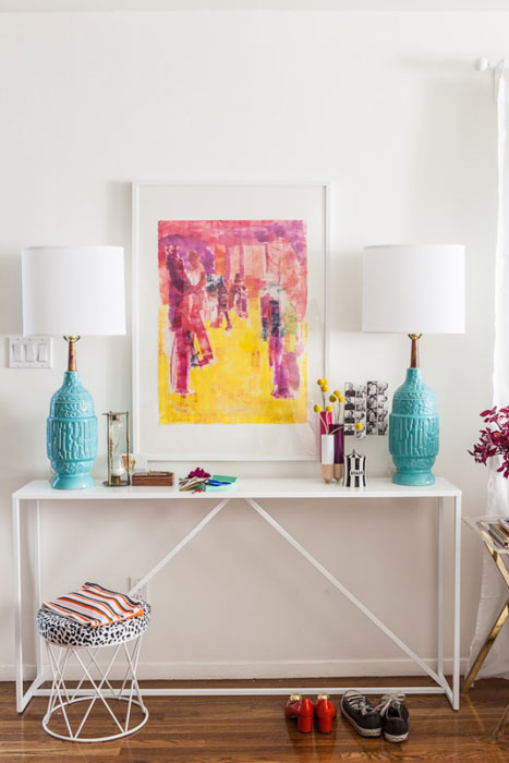 <b>Furnish your foyer with lightness</b>