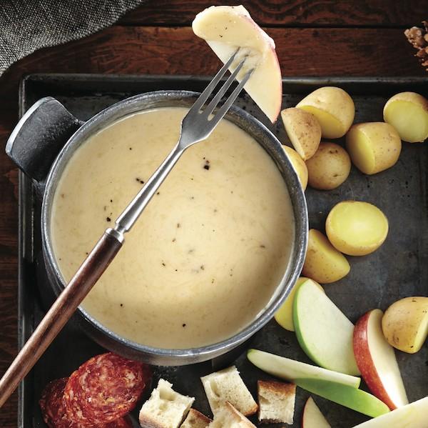 Cheddar gruyere fondue