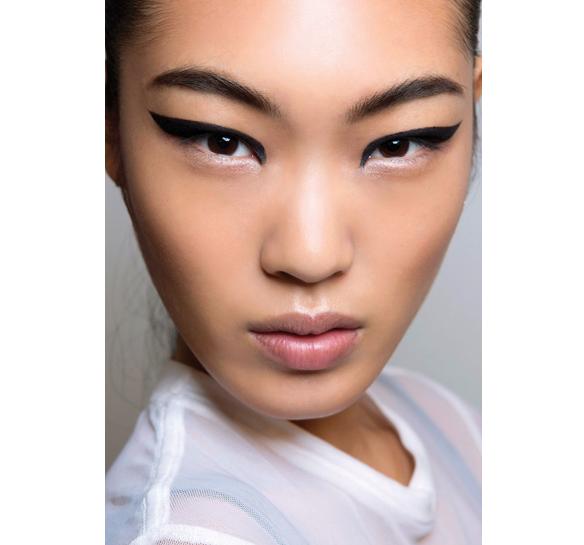 Black eyeliner makeup trend spring 2015