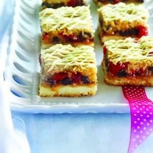 Chocolate-cherry shortbread bars
