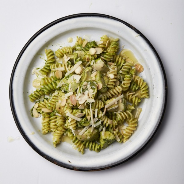 Spinach-pesto and artichoke pasta salad