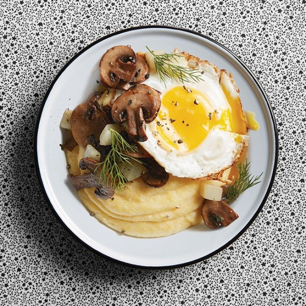 Polenta with mushrooms and fried egg