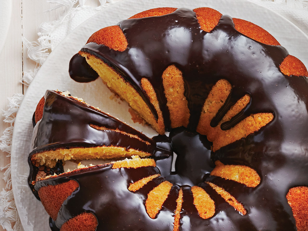 winter baking: Homemade jaffa cake: Orange bundt cake with chocolate sauce