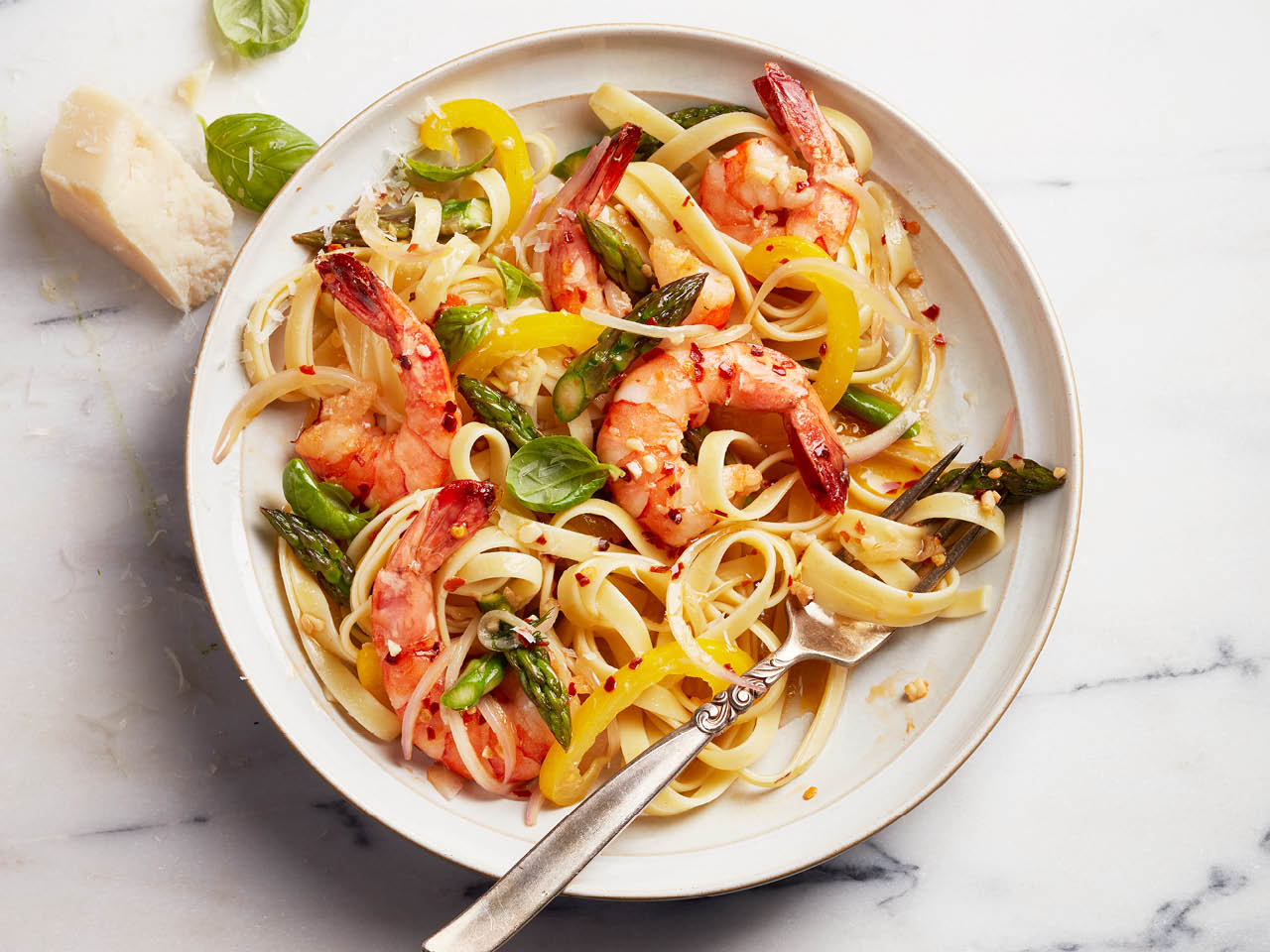 Healthy pasta: shrimp primavera pasta with asparagus