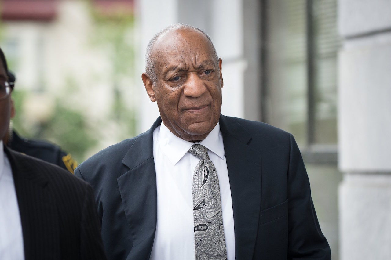 US entertainer Bill Cosby arrives at the Montgomery County Courthouse in Norristown, Pennsylvania, USA, 17 June 2017 for a sixth day of jury deliberations in the trial against him. Cosby has been charged with Aggravated Indecent Assault, which is a second degree felony, by the Pennsylvania prosecutor. EPA/TRACIE VAN AUKEN