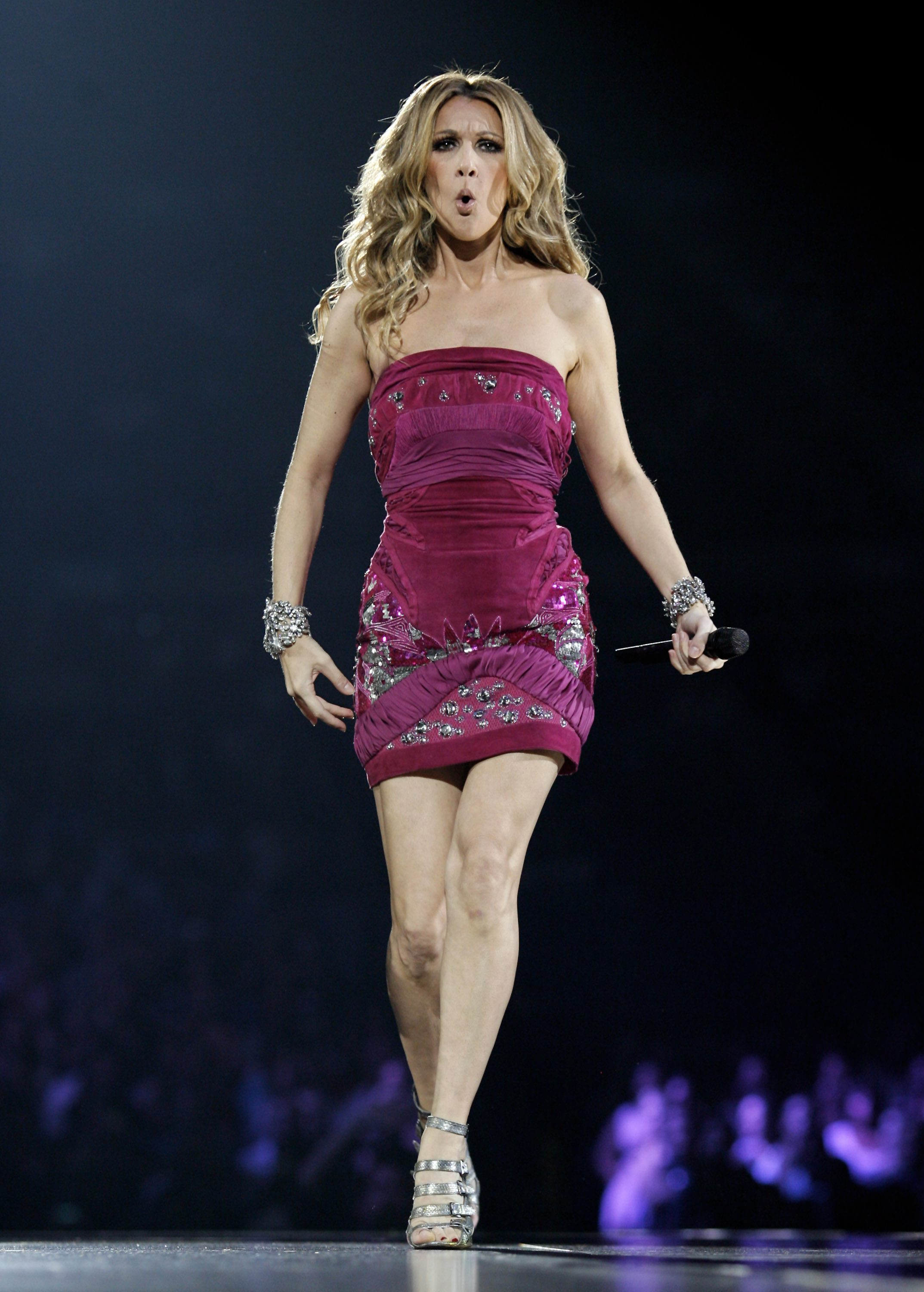 Singer Celine Dion performs at Madison Square Garden Monday, Sept. 15, 2008 in New York. (AP Photo/Jason DeCrow)