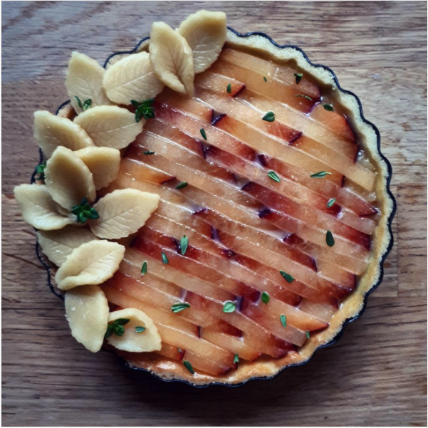 decorative pie crusts: nectarine tart with pastry leaves