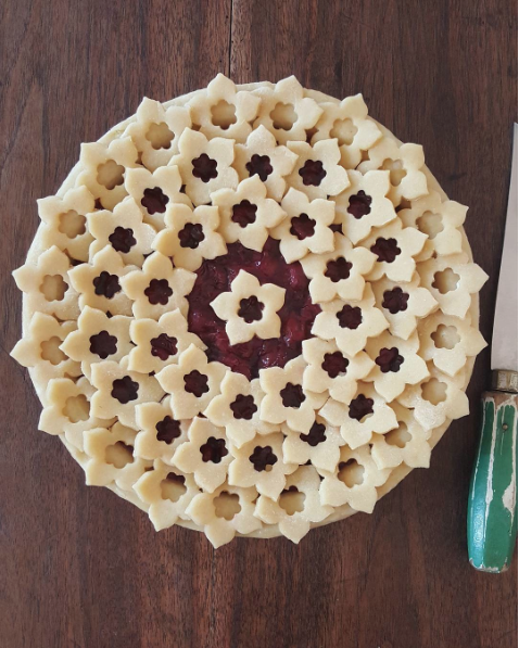 decorative pie crusts: pit crust with flower cut outs