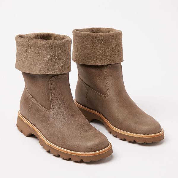 Roots roll over boot
