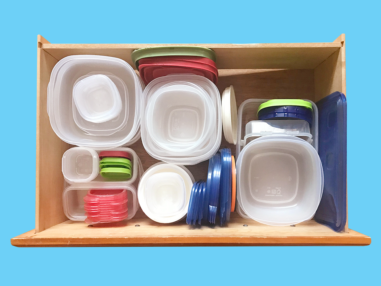 picture of an organized tupperware drawer