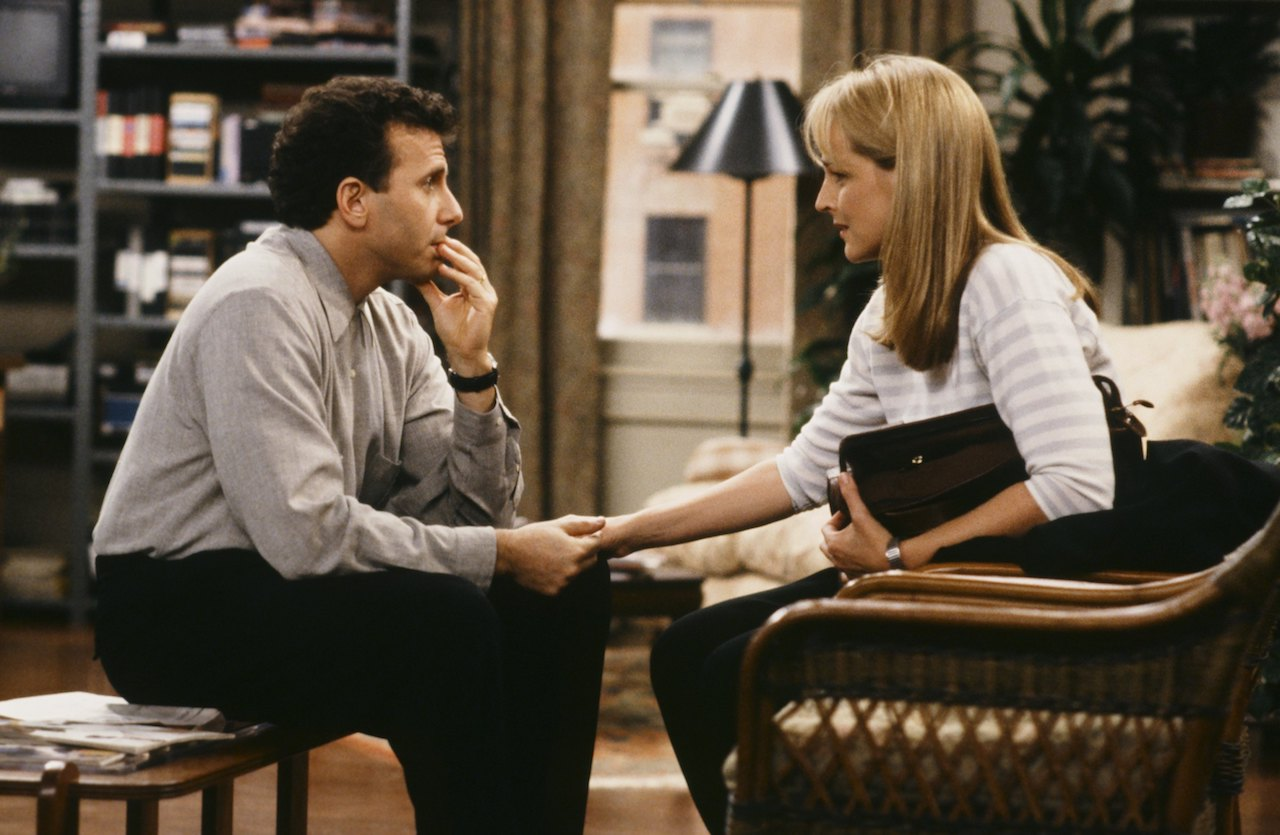 """MAD ABOUT YOU -- """"I Don't See It"""" Episode 5 -- Pictured: (l-r) Paul Reiser as Paul Buchman, Helen Hunt as Jamie Stemple Buchman -- Photo by: Paul Drinkwater/NBCU Photo Bank"""