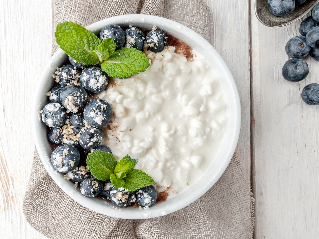 substitute cottage cheese for yogurt in a delicious breakfast bowl